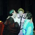 """Ruth Westheimer kommt regelmäßig nach Frankfurt. """"Auf dem Foto bin ich mit ihr und meinem Freund Dr. David Zandberg nach einer Premiere zu sehen. Ich bin Laiendarsteller im jiddischen Theater in Frankfurt gewesen.""""/ © privat"""