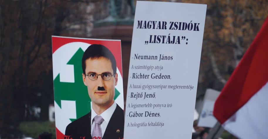 Jobbik-Abgeordneter Márton Gyöngyösi verlangte im Herbst 2012 die Listung jüdischer Politiker im Parlament. Tausende demonstrierten gegen seine Aussagen.