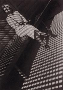 Mädchen mit Leica, 1934, Vintage-Print auf Silbergelantinepapier./ © A. Rodtschenko – W. Stepanova Archiv © Museum Moskauer Haus der Fotografie