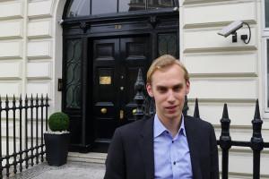Der Lifestyle-Manager. Jascha Widecki betreut die ganz Reichen als persönlicher Luxusberater. In London ist der 25-Jährige nun auf dem besten Weg ins Topmanagement.