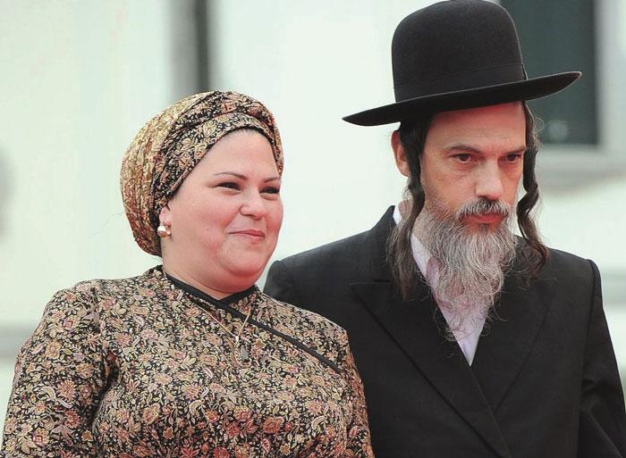 Rama Burshtein mit ihrem Mann bei der Preisverleihung in Venedig. © APA-Picturedesk/Daniel dal Zennaro