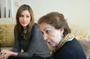 Enkelin und Großmutter. Die junge Wiener Medizinerin hat den Familiensinn gern übernommen und steht heute selbstbewusst am Beginn ihrer beruflichen Karriere.