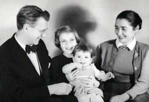 Mit Eltern und älterer Schwester in Amsterdam