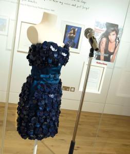 Kleid von Luella Bartley: Von Amy beim Glastonbury Festival 2008 getragen.