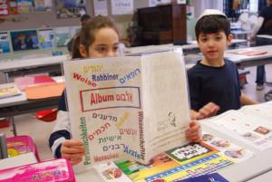 Multi-Lingual. Mit Hebräisch von Anfang an eine weitere Sprache, die in Wort und Schrift gelernt