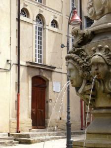 Unscheinbar. Die Außenfassade verrät wenig über die Pracht der Synagoge im Inneren.