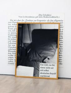 Joseph Kosuths Werk One an Three Chairs – der Stuhl, ein Foto davon und die Lexikondefinition.