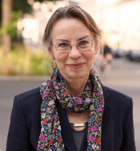 Die Schriftstellerin Anna Mitgutsch lebt mit ihrem Sohn in Linz in einem traditionell jüdischen Haus und vermittelt seit vielen Jahren jüdische Kultur.