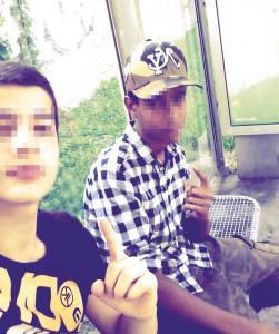 Der Takbir- oder Allah-Zeigefinger als Symbol einer ganzen Jugendbewegung. Wenn man als Teenie Terror gut findet, kann man selber wenig bis nichts dafür. Es ist das blinde Umfeld, das diese Halbstarken in eine ungewisse Zukunft entlässt.