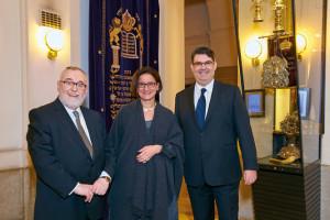 Freundschaftlicher Empfang. Johanna Mikl-Leitner bei ihrem Besuch in der Wiener Synagoge.