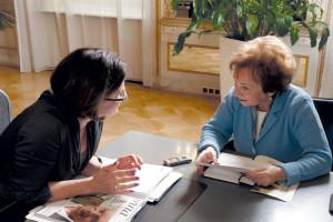 Johanna Mikl- Leitner im Gespräch mit WINA-Redakteurin Marta S. Halpert in den Amtsräumen des Innenministeriums.