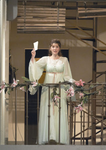 """Rachel Frenkel als """"Rosina"""" (Wiener Staatsoper);"""
