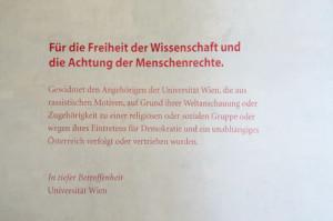 Freiheit der Wissenschaft. Gedenktext in der Aula der Universität Wien.