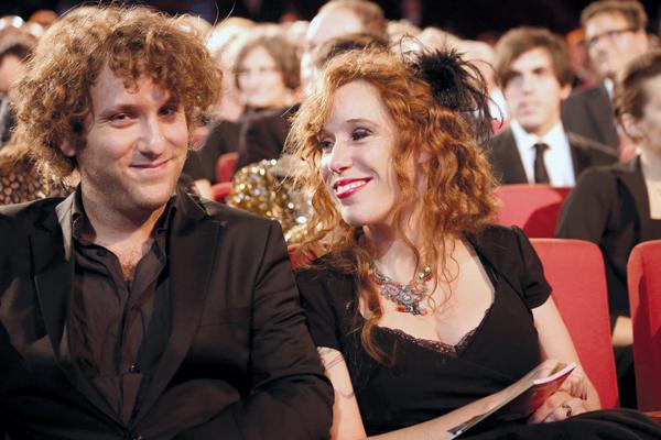 Yael und Michael Ronen, Nestroy- Theaterpreis 2013. Yael Ronen über ihre Familie und ihren Zugang zum Theater.