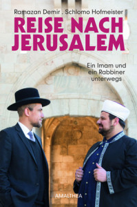 Ramazan Demir &  Schlomo Hofmeister:  Reise nach Jerusalem.  Ein Imam und ein  Rabbiner unterwegs.  Mit Fotos von Florian Rainer. Amalthea Verlag,  208 S., € 22